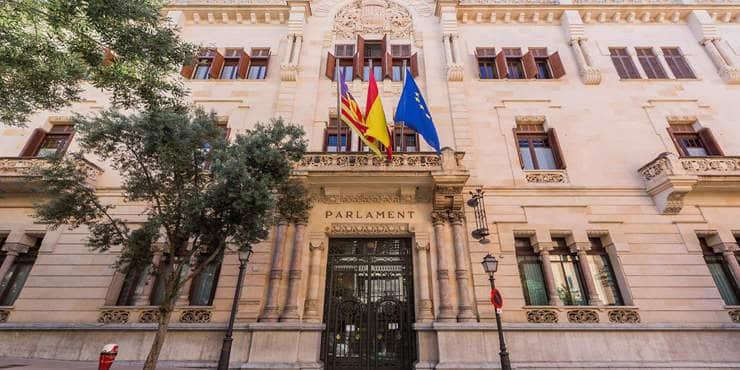 Neues aus der Nachbarschaft: Das Parlament der Balearen