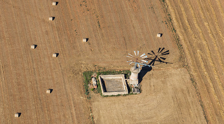 Mühle auf freiem Feld