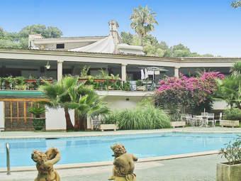 Großzügige Villa mit Swimmingpool in Luxusurbanisation
