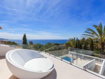 Sonnige Luxusvilla in exzellenter Lage mit schönem Panorama-Meerblick