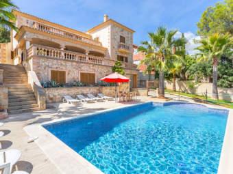 Bezaubernde mediterrane Villa mit Swimmingpool in Strandnähe vor den Toren Palmas
