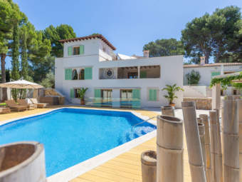 Top-sanierte Villa mit Luxusausstattung in Hafen- und Golfplatznähe