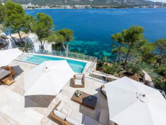 Luxuriöse Villa mit traumhafter Aussicht in 1. Meereslinie mit Meerzugang