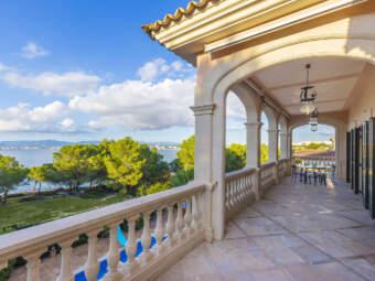 Imposante Villa in erster Meereslinie mit fantastischem Panoramablick