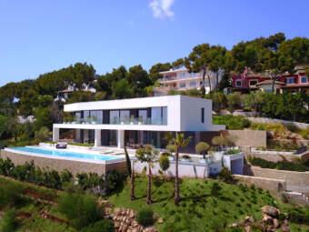 Hochmoderne Luxusvilla mit grandiosem Blick in privilegierter Lage