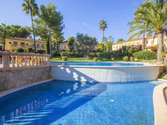 Schöne Doppelhaushälfte in exklusiver mediterraner Residenz